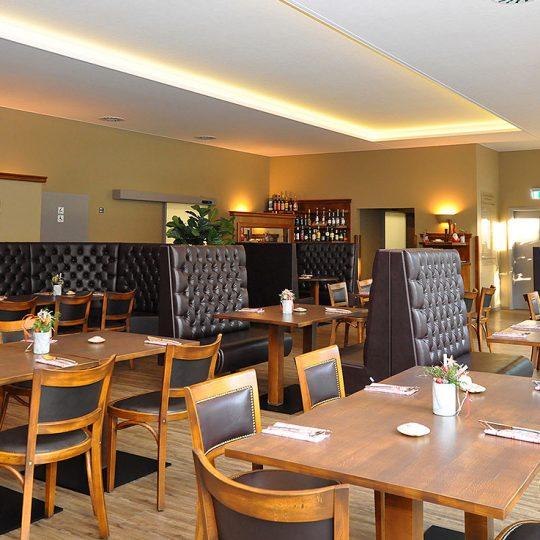 https://villa-weisse.de/wp-content/uploads/2016/03/restaurant3-540x540.jpg