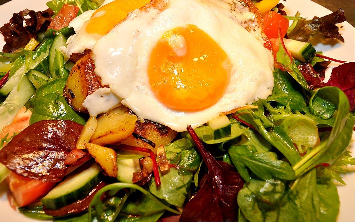 https://villa-weisse.de/wp-content/uploads/2016/03/salatplatte-bratkartoffeln-ei.jpg