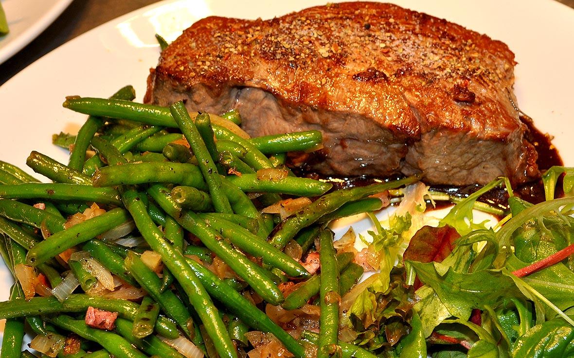 https://villa-weisse.de/wp-content/uploads/2016/03/steak-r1.jpg
