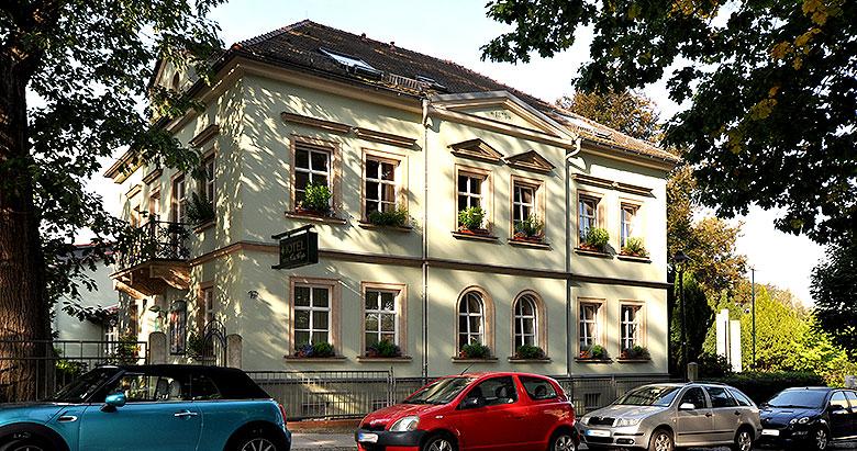 https://villa-weisse.de/wp-content/uploads/2016/05/hotel-villa-weisse-s1.jpg