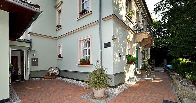 https://villa-weisse.de/wp-content/uploads/2016/05/hotel-villa-weisse-s4.jpg