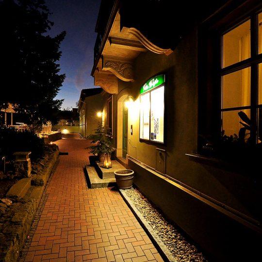 https://villa-weisse.de/wp-content/uploads/2016/10/HOTEL-VILLA-WEISSE-N5-540x540.jpg