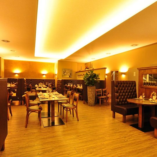 https://villa-weisse.de/wp-content/uploads/2016/10/restaurant10-540x540.jpg