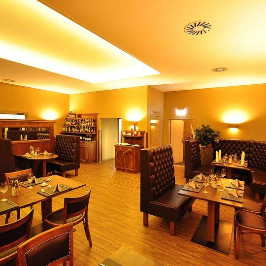 https://villa-weisse.de/wp-content/uploads/2016/10/restaurant14-540x540.jpg