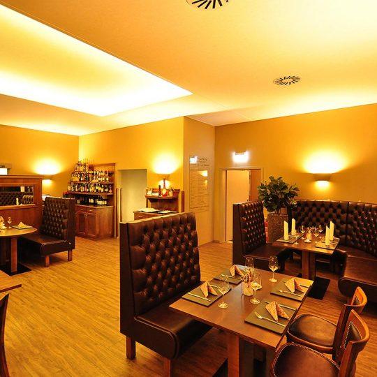 https://villa-weisse.de/wp-content/uploads/2016/10/restaurant15-540x540.jpg